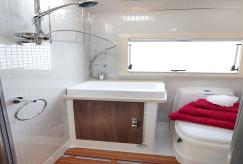 Auto-Sleeper Corinium RB 2018 Bathroom